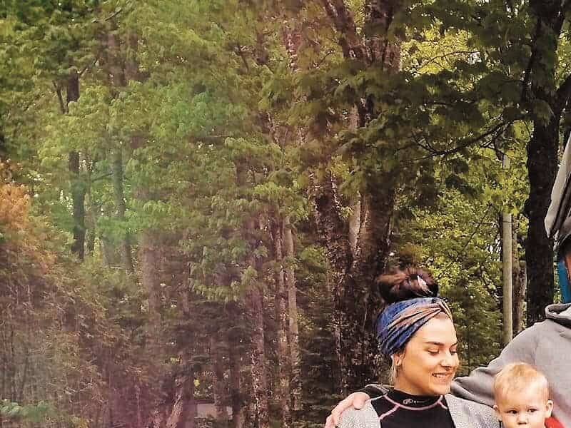 Une famille s'exile en forêt pour l'été